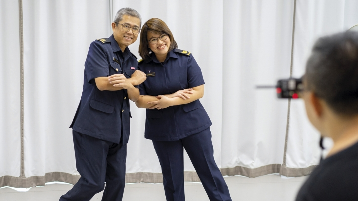 Volunteers WO(V) Lim Ming Kooi and SGT(V) Lim Xiao Wei